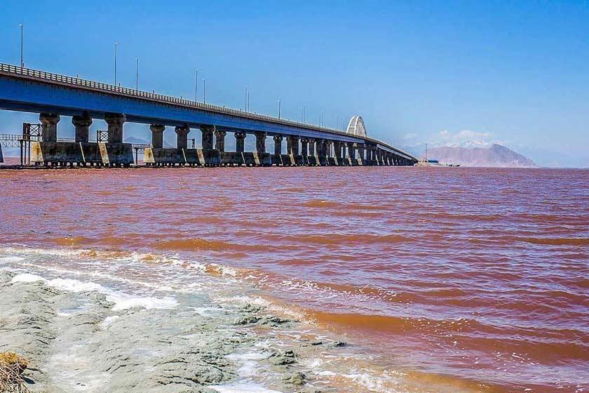 تبخیر آب دریاچه ارومیه بواسطه گرمای هوا امری طبیعی است