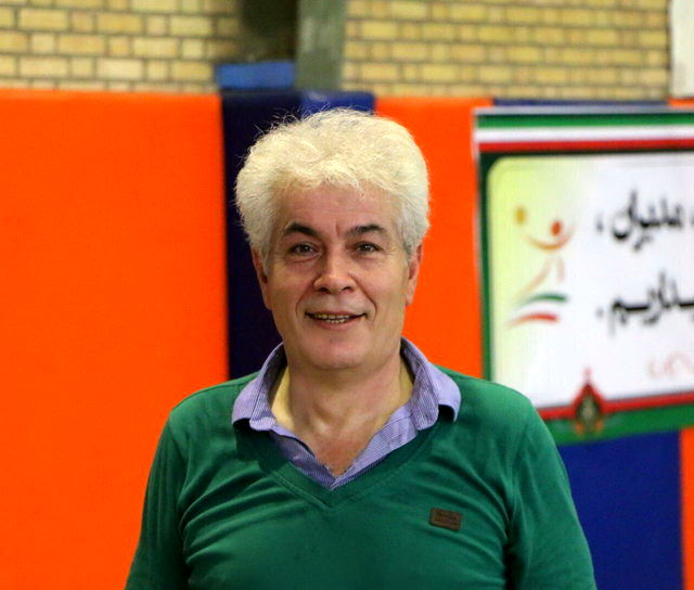 هندبال ایران به پوستاندازی نیاز دارد/ در نیمه مربیان بازیها را واگذار کردیم/ تغییرات لازم با کادر فنی فعلی امکانپذیر نیست!