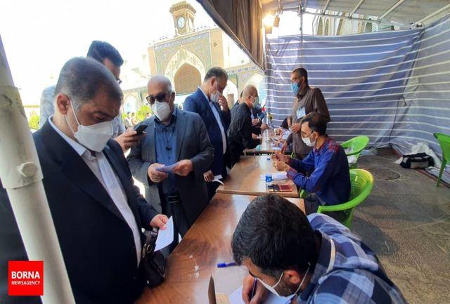 اعضای لیست جمهور و اعضای شورای شهر تهران رای خود را به صندوق انداختند+ عکس