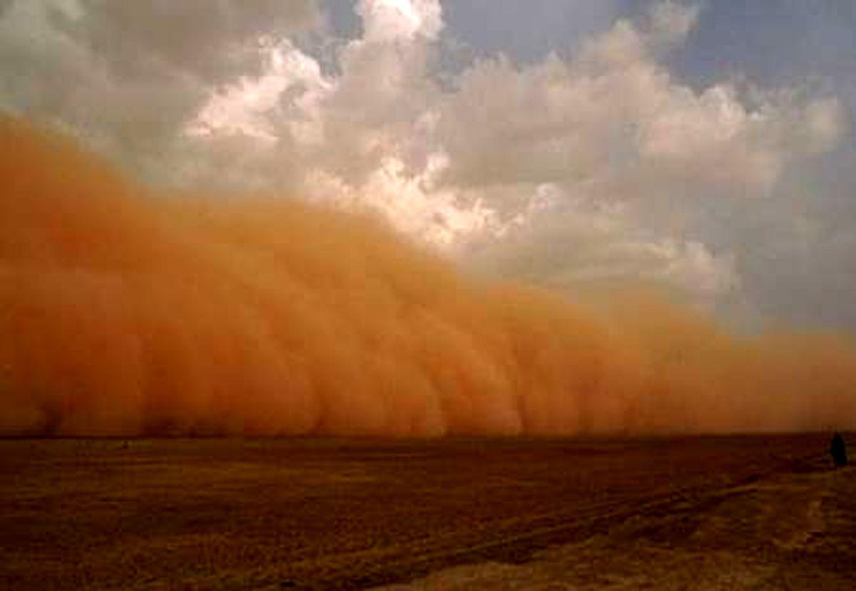 امدادرسانی امدادگران هلال احمر خراسان رضوی به 7 خودروی گرفتار در طوفان شن جاده سرخس_مشهد
