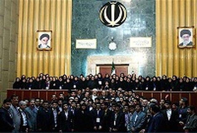 هیات رئیسه مجلس هفتم دانش آموزی احکام خود را از وزیر آموزش و پرورش دریافت کردند
