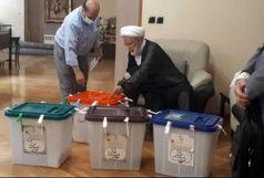 مهدی کروبی رای خود را به صندوق انداخت/ رای کروبی مشخص شد