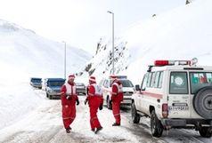 امدادرسانی به 23 خانواده گرفتار در برف و کولاک