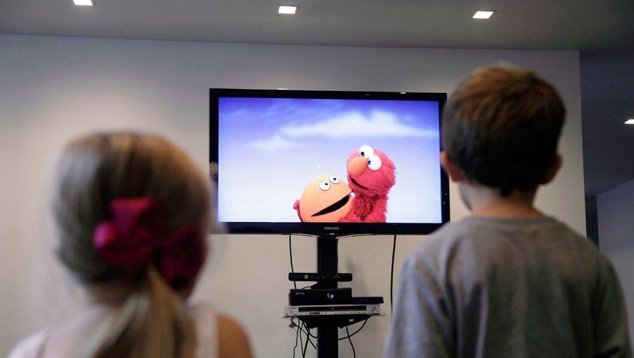 والدین در دوران کرونا همپای فرزندانشان باشند تا غرق در فضای مجازی نشوند/ در کنار برنامه های تلویزیونی از بازی های جدید و خلاقانه بهره مند شوید!