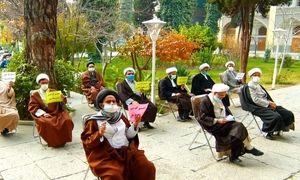 جمعی از طلاب در مدرسه صدر بازار اصفهان تجمع کردند