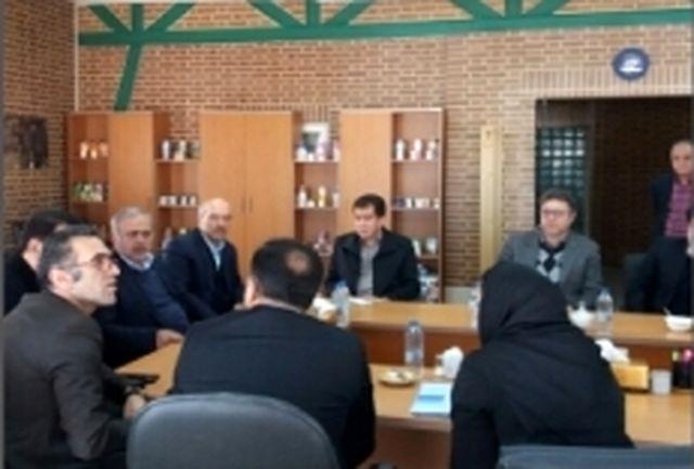بازدید مسئولان اقتصادی استان قزوین از یک واحد صنعتی و تولیدی