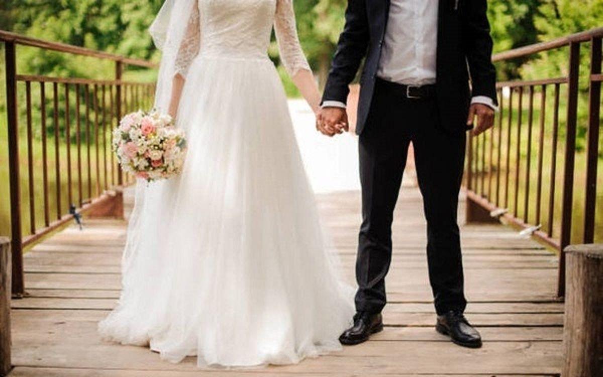 آداب و رسوم و سنتهای غلط، ازدواج را به بند کشیدند/ لزوما جهیزیه با عروس و برگزاری مراسم با داماد نیست/ گاهی توقعات خانوادهها جوانان را از ازدواج منصرف میکند