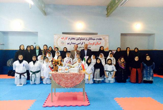 مراسم زیارت عاشورا وتفسیر قرآن درخانه کاراته لرستان به مناسبت ماه رمضان