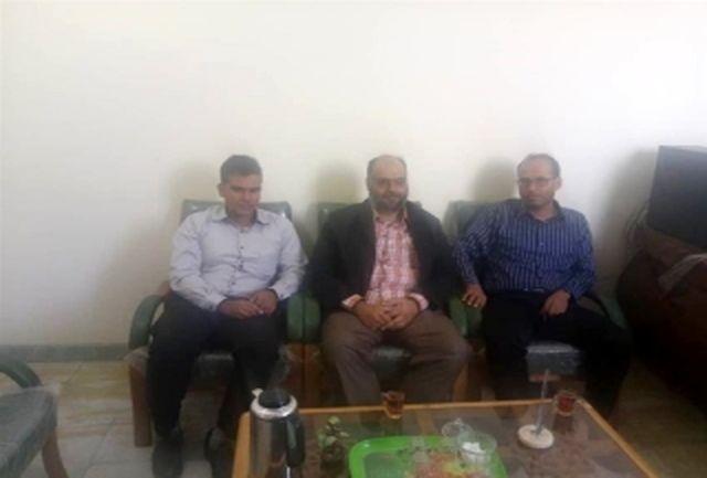 نشست رئیس منابع آب شهرستان بندرلنگه با دهیار و شورای روستای گزیر