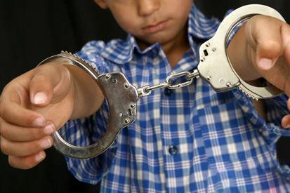 جرایم موادمخدر اطفال چگونه مورد بررسی قرار میگیرد؟/ رسیدگی به جرایم اطفال در صلاحیت کدام دادگاه است؟