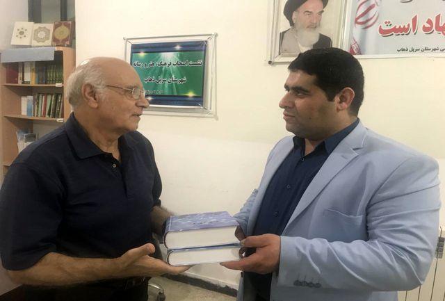 تجلیل رضاخانی با اهدای کتاب رمان تاریخی تگرگ از رئیس اداره فرهنگ و ارشاد سرپلذهاب