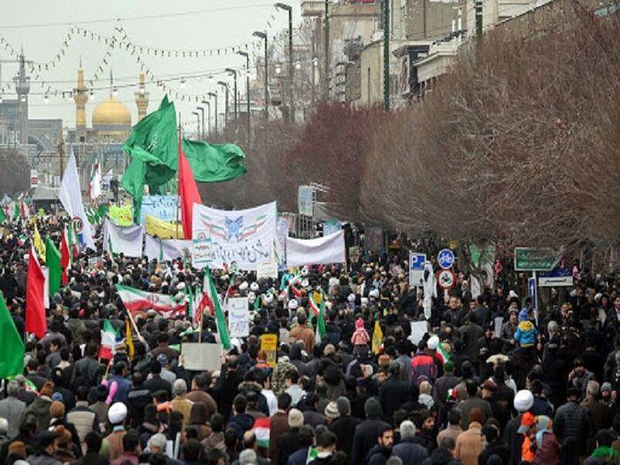 پیوستن مردم مشهد به خیل راهپیمایان ۲۲ بهمن