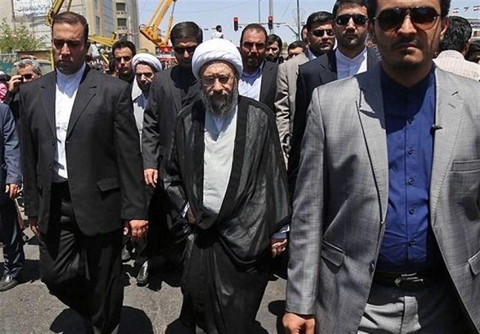 حضور آیتالله آملی لاریجانی در راهپیمایی یومالله 22 بهمن