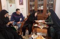 دیدار ابتکار با بانوی مسیحی، مادر و همسر شهید