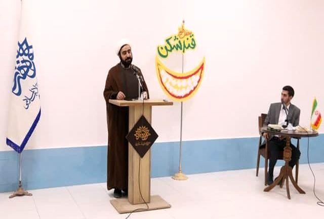 برگزاری بیست و نهمین محفل طنز «قندشکن» یزد