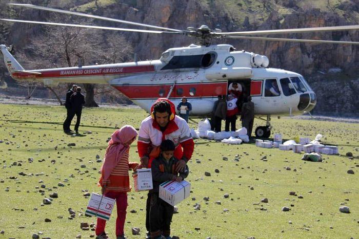 امدادرسانی هوایی به ۱۰۰ خانوار روستایی بخش پاپی