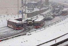تصادف زنجیرهای در تهران در پی بارش برف+ عکس