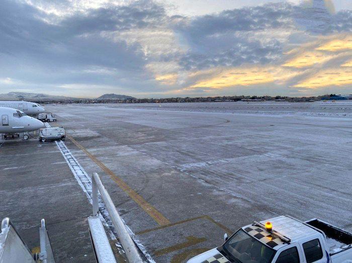 باند فرودگاه مهرآباد یخ زد