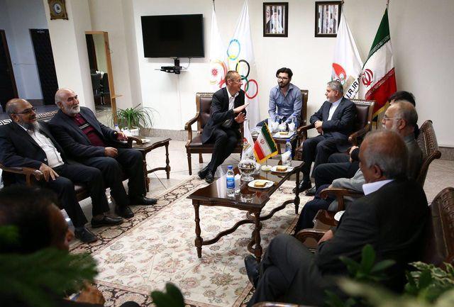 دیدار مسئولین فدراسیون جهانی قایقرانی با دکتر صالحی امیری