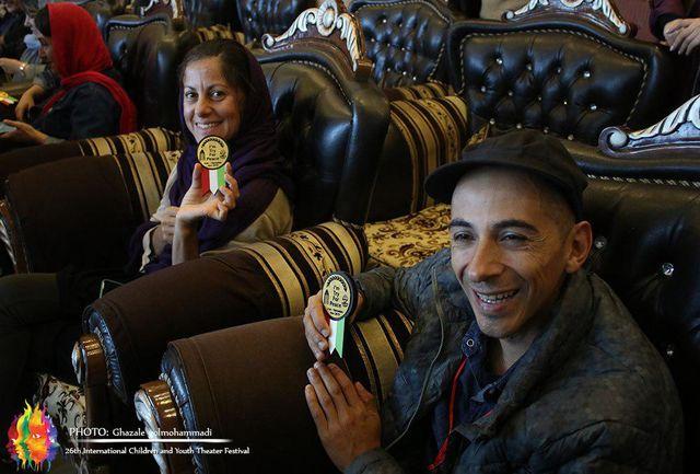 اهدای نشان صلح به میهمانان خارجی جشنواره بینالمللی تئاتر کودک و نوجوان