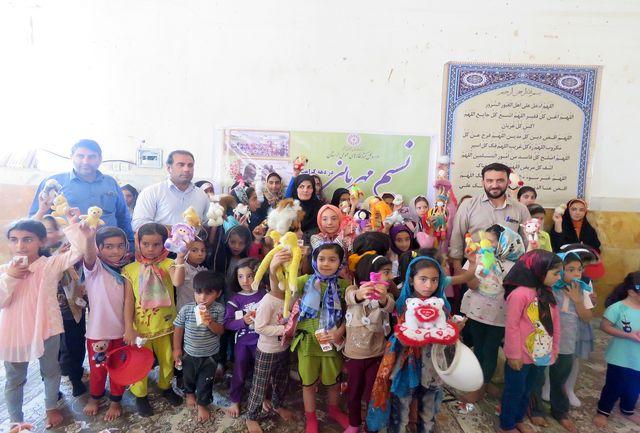 به همت اداره کتابخانههای عمومی شهرستان پلدختر صورت گرفت؛ اجرای ویژهبرنامه «نسیم مهربانی» در روستای سیلزده چم مهر