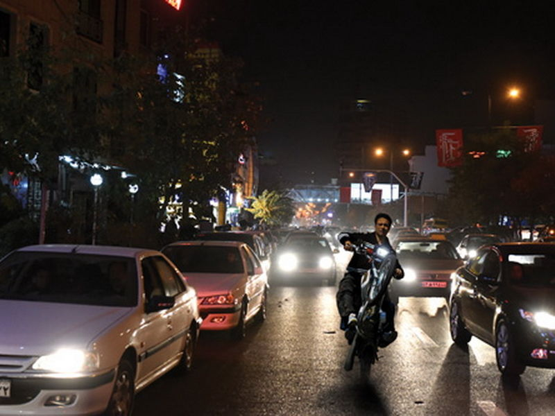 اولین پنج شنبه شب محدودیتهای کرونایی در خیابان اندرزگو تهران+ فیلم
