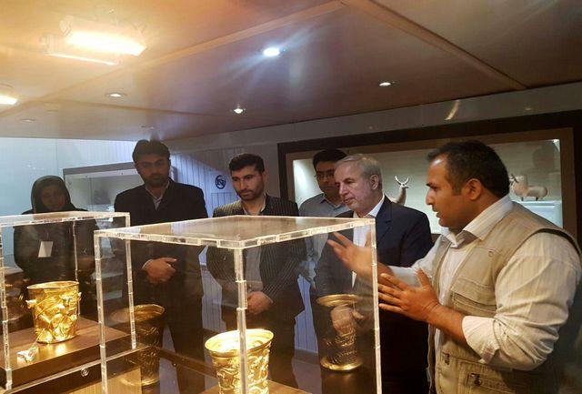 بازدید نماینده رشت از جام مارلیک در موزه رشت