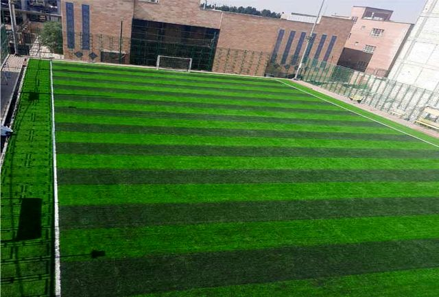 تعویض چمن مصنوعی زمین فوتبال کاووسیه