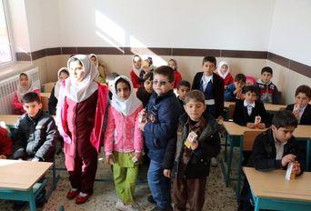 مدرسه ۳ کلاسه روستای درگه لطفالهی نقده با مشارکت اتاق بازرگانی ارومیه