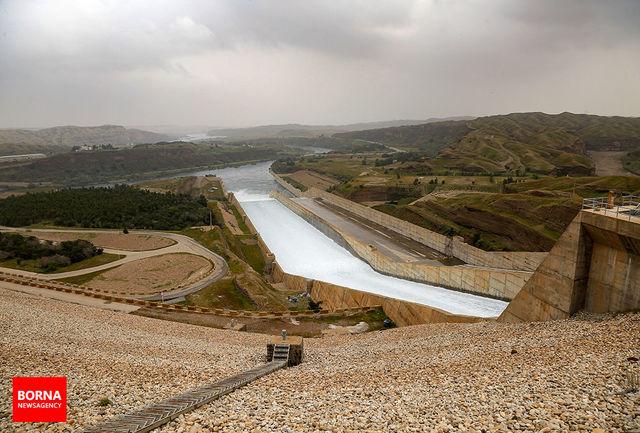 کاهش چشم گیر ارتفاع آب در سد/خروجی ۱۵۷۰ متر مکعب در ثانیه است/ آمادگی برای مهار سیلاب های احتمالی
