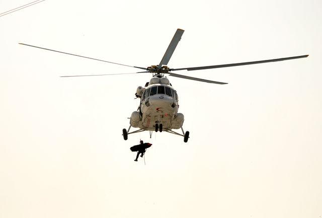 نجات جان 296 نفر را از مرگ با 2500 ساعت پرواز بالگردهای امدادی هلال احمر