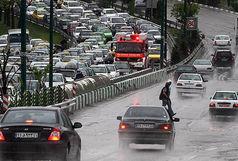 ترافیک نیمهسنگین در آزادراه قزوین-کرج/ بارش برف و باران در 13 استان