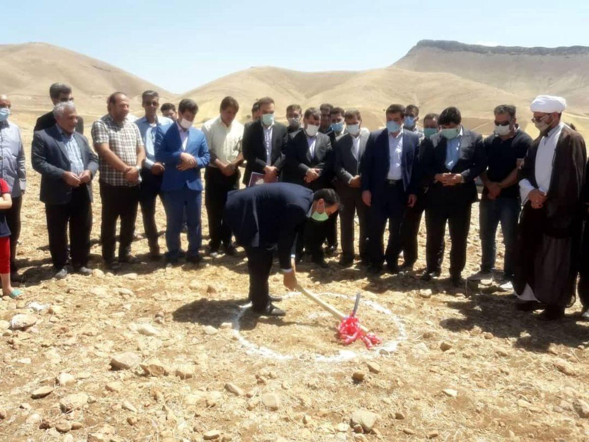 کلنگ زنی احداث  2 زمین چمن مصنوعی فوتبال روستایی  در سلسله