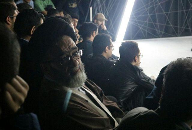 حجت الاسلام آل هاشم به تماشای تئاتر نشست