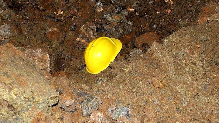 ریزش سنگ جان کارگر معدن باجیگران را گرفت/حبس شدن کارگران صحت ندارد