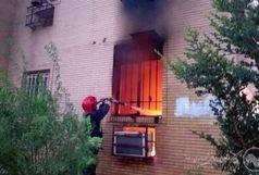 نجات خانواده ۴ نفره اهوازی از آتش سوزی طبقه چهارم کوی پردیس+ببینید