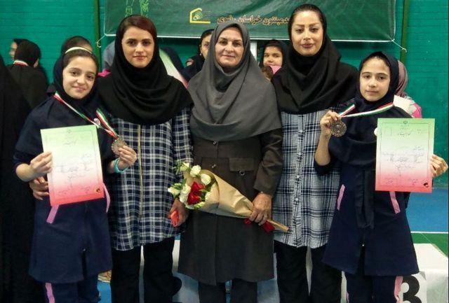 نشان برنز مسابقات بدمینتون قهرمانی کشور بر گردن دختران کردستان