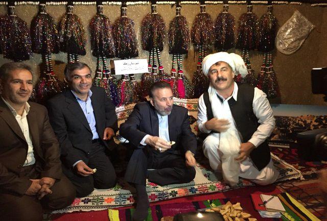 بازدید واعظی از غرفه کاروان روستاییان و عشایر سیستان و بلوچستان