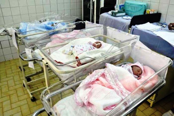 نوزادی که به اجبارِ بیمارستان از مادر گرفته شد/ مسئولان بیمارستان: موظف به پاسخگویی نیستیم