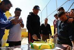 بازیکنان صنعت نفت تولد سرمربی خود را جشن گرفتند