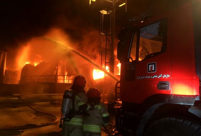 حضور  18 آتشنشان کرجی در عملیات اطفاء حریق پالایشگاه تهران