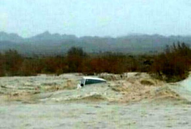 نجات دو نوجوان گرفتار در رودخانه مات کور سراوان پس از بارش باران
