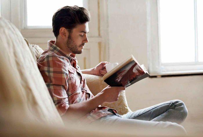 فضای مجازی کتاب را به محاق برده است/  کتب قرآنی ،روانشناسی ، شعر به ترتیب بیشترین آمار خرید