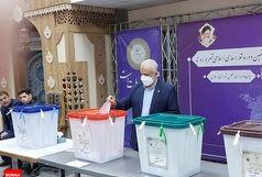 رئیس بنیاد شهید رای خود را به صندوق انداخت