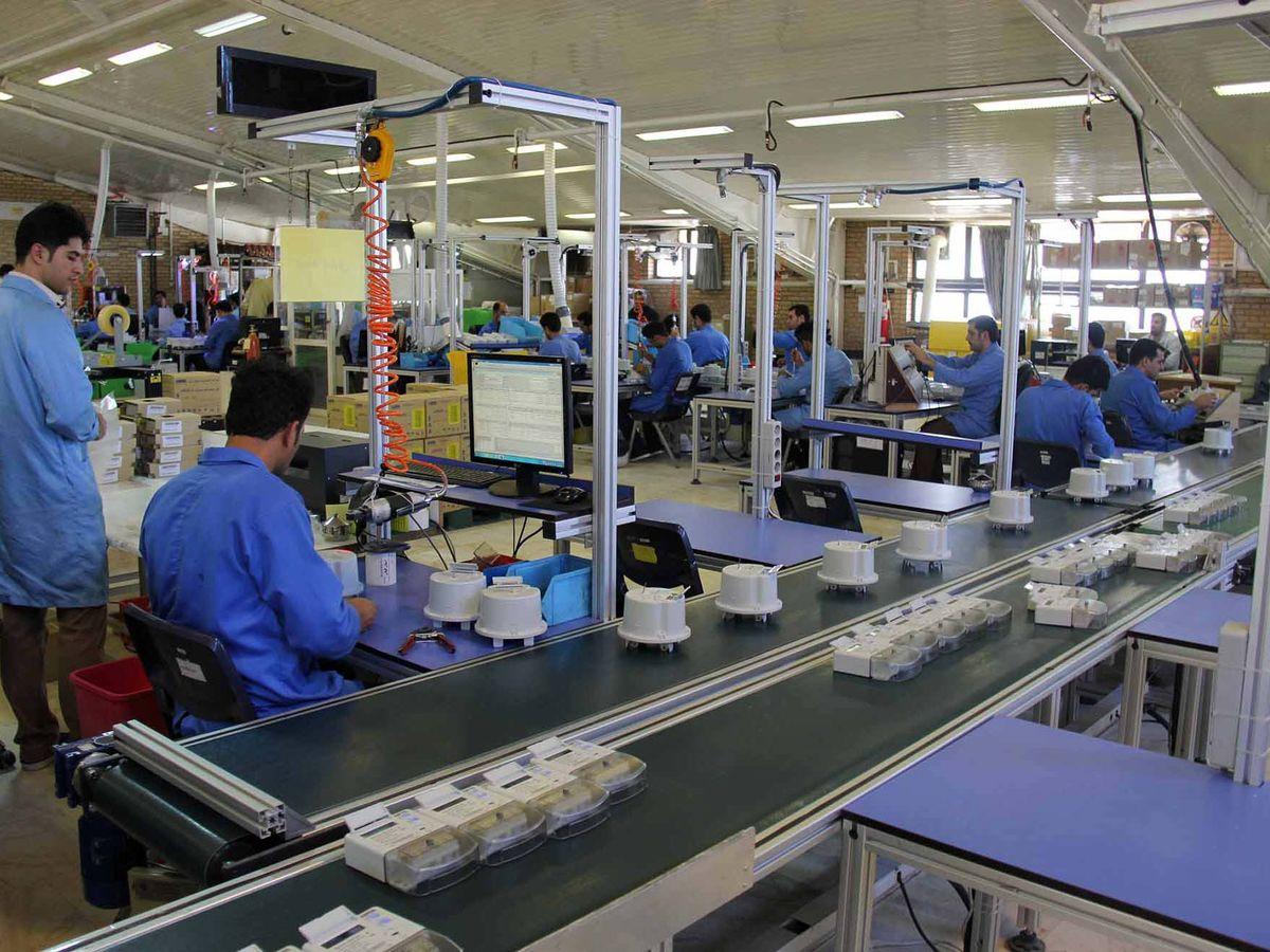 مواد اولیه و خطوط تولید کارخانه ها به هیچ وجه در روند قضایی توقیف نشود