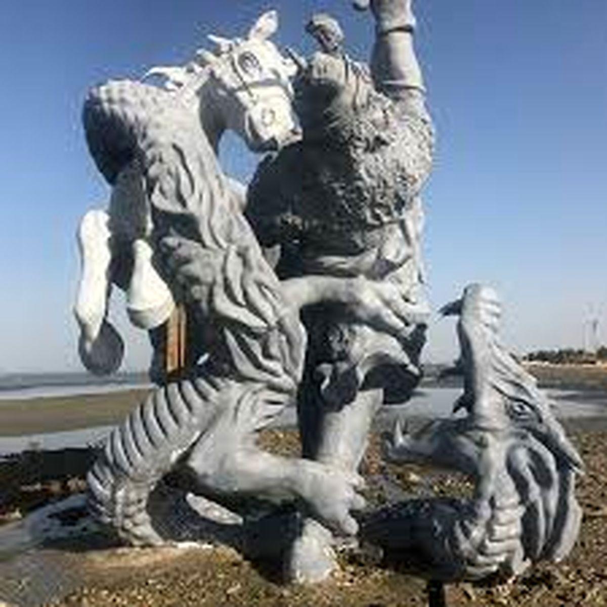 تکذیب شایعه تخریب مجسمه فردوسی به دستور آیت ا... علم الهدی