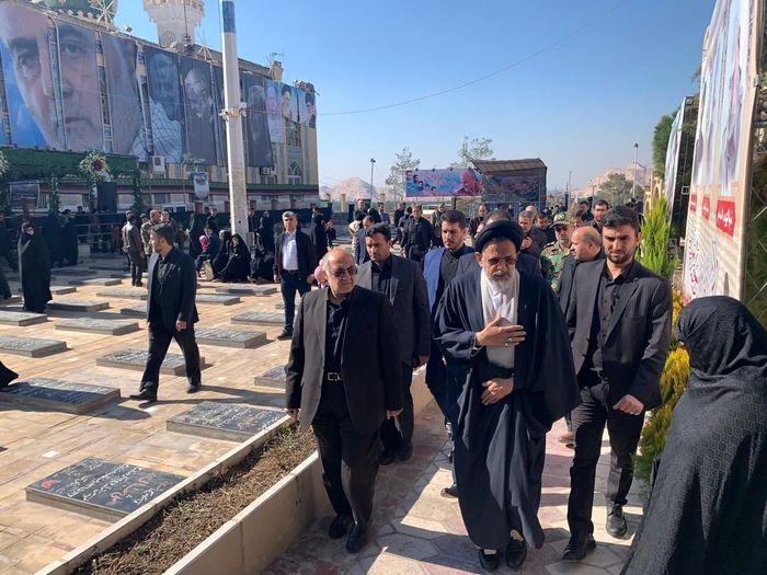 وزیر اطلاعات بر مزار سردار سلیمانی حاضر شد+تصاویر