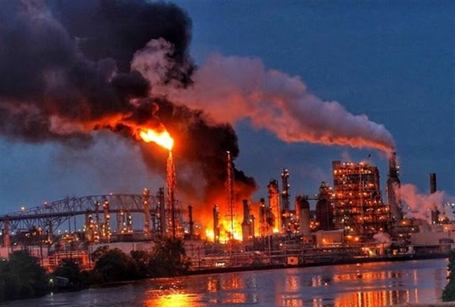انفجار وحشتناک در پالایشگاه نفتی