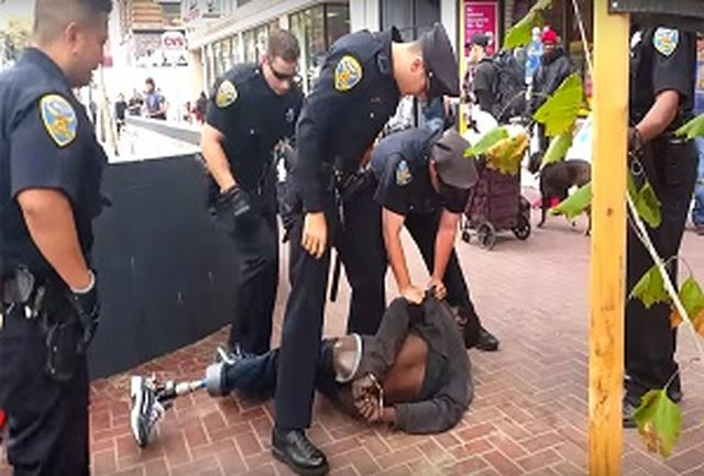 شلیک مرگبار پلیس آمریکا به یک سیاهپوست/ فیلم