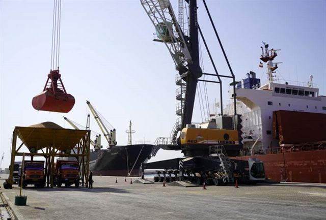 پهلوگیری ۶ کشتی حامل ۳۴۰ هزار تن کالای اساسی در بندر چابهار